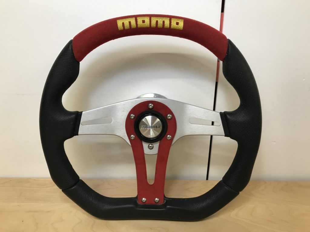 MOMO モモ レザー ステアリング ハンドル TYP R35 KBA 70259 赤×黒 直径35cm買い取りしました!